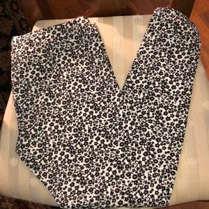 Hue Black and White Floral Leggings